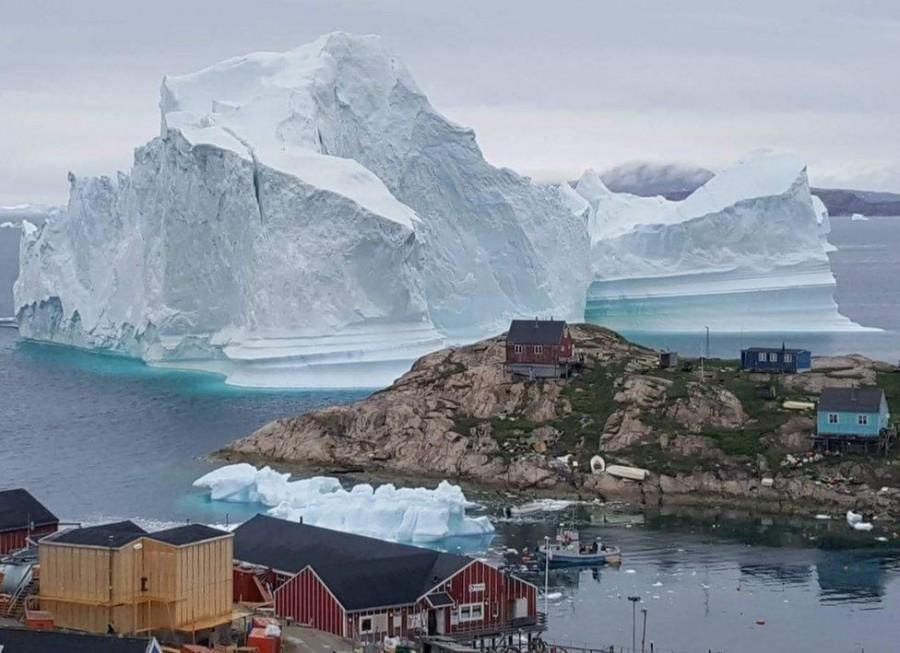 Угрожающий деревне айсберг сфотографировали из космоса
