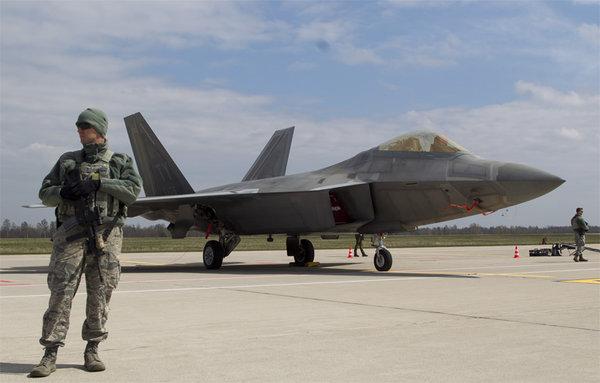 Американские «Рапторы» сбежали из Сирии после появления военной игрушки России