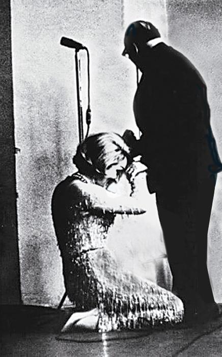 Почему  Марлен Дитрих  опустилась перед  Паустовским  на колени