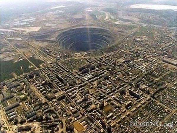 Дыры в Земле (18 фото + 3 video)