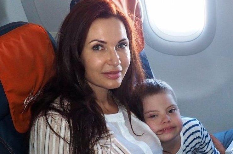 49-летняя Эвелина Бледанс во…