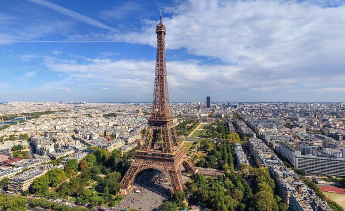 Самая элегантная столица мира, которая так непохожа на всю остальную Францию.