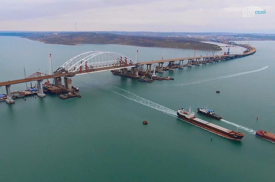 Путин посетит строящийся Крымский мост и осмотрит новый комплекс аэропорта Симферополя