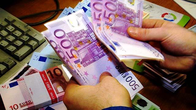 Европейский центробанк тайно изымает крупные купюры евро - СМИ