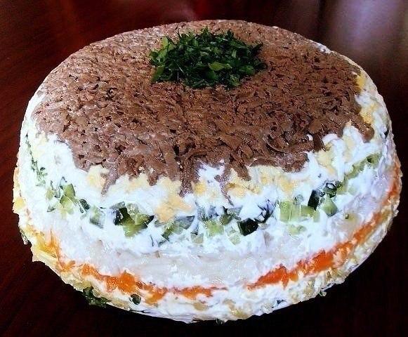 Замечательный слоеный салат с печенью в копилку рецептов!