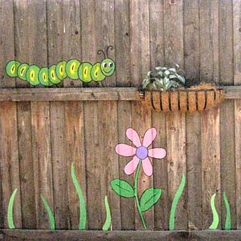 Скучный забор на даче? Красим забор с выдумкой!