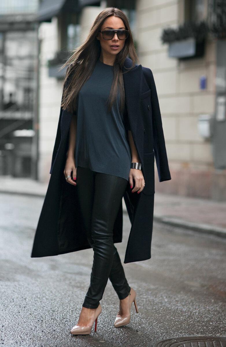Повседневный лук с лосинами и пальто. /Фото: justthedesign.com