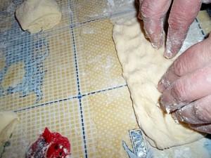 Сформируем из нее лепешку в виде длинного прямоугольника: руками или с помощью скалки.