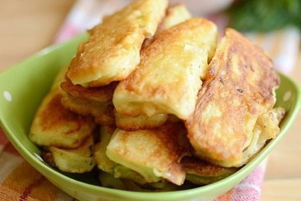 Кабачки с чесноком в кляре на сковороде