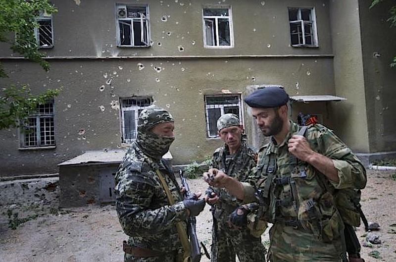 Фоторепортаж . Восток Украины. Такова цена права на мирную жизнь в будущем. Такова плата за 20 лет беззакония и  дерибана