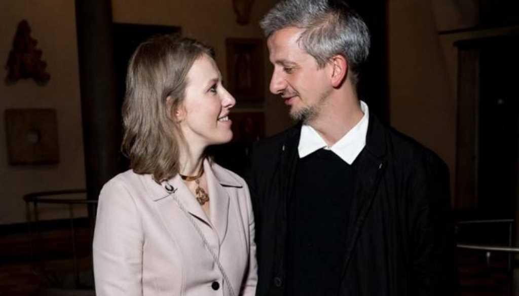«Как в гробу»: Свадебное фото Собчак и Богомолова навеяло траур