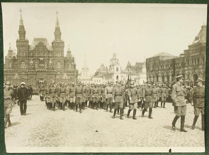 Первомайский парад 1930-го года.