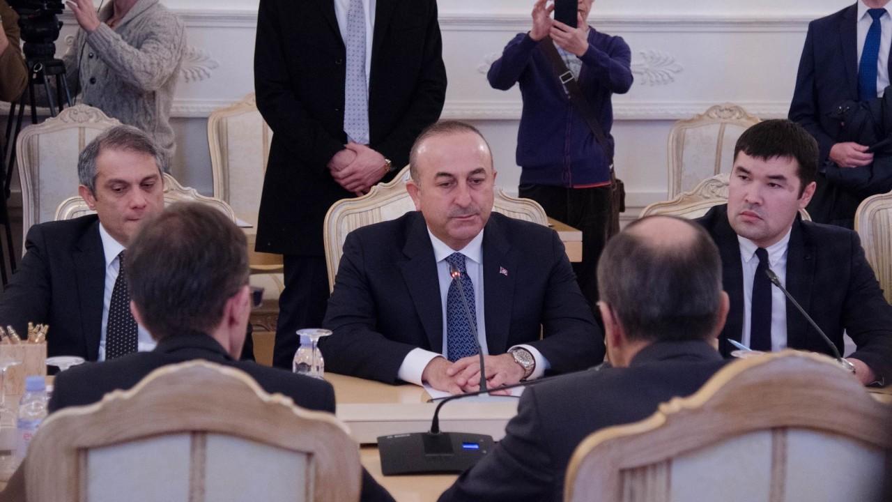 Глава МИД Турции обсудил ситуацию в Сирии с Помпео