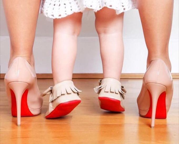Лубутен выпустил коллекцию обуви для маленьких модниц до годика