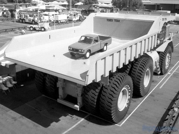 Гигантский автомобиль Terex 33−19 Titan