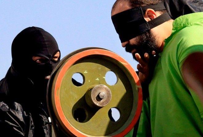Вот как происходит жестокое наказание вора в Ираке по законам шариата