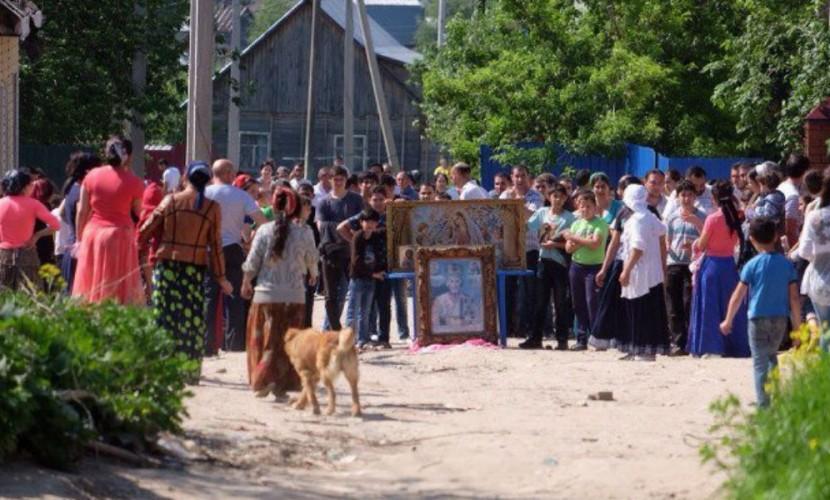 Дома цыган в Тульской области под проклятия и угрозы снесли с помощью ОМОНа