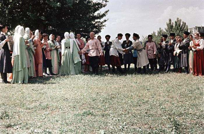 Традиционные танцы. Кабарда, 1950-е годы. Фото: Semyon Osipovich Friedland.