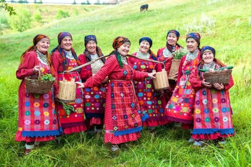 Бурановские бабушки поддержали сборную России по футболу