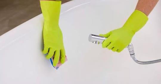Как почистить ванну до белоснежности за 5 минут