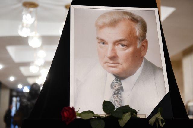 Михаил Державин похоронен на Новодевичьем кладбище в Москве