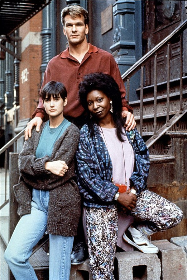 """Патрик Суэйзи, Деми Мур и Вупи Голдберг в промо фотосессии к фильму """"Привидение"""" (1990)."""