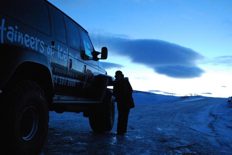 На фото: исландский джип для поездок по зимнему бездорожью интересные факты о стране, исландия, факты