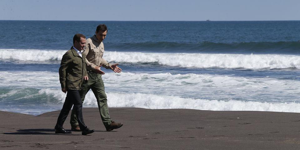 Песок, по которому ходил Медведев, выставили на Avito за 100 тысяч рублей