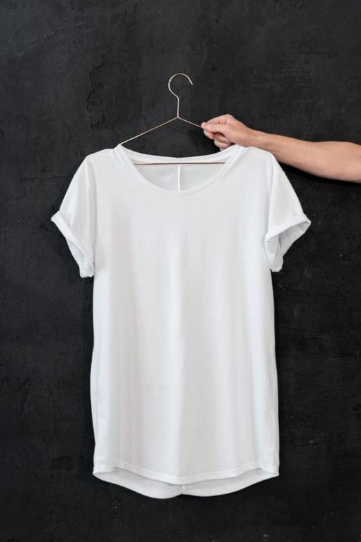 Как быстро избавиться от пятен пота на одежде: с этим средством это проще простого