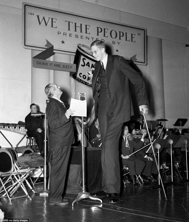 """Уодлоу был тихим молодым человек с мягкими манерами, поэтому его называли """"нежным гигантом"""" акромегалия, великан, опухоль, рекорд, рекорд гиннесса, рекордсмен Гинесса, самый высокий, самый высокий человек"""