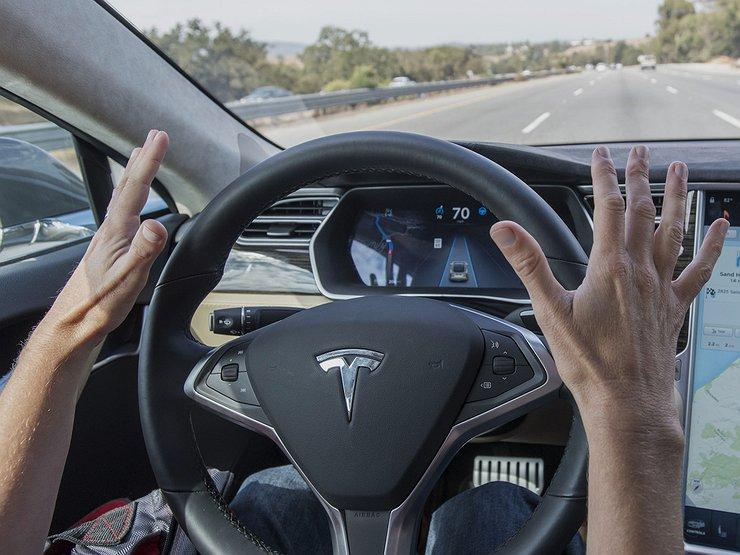 Автопилот Tesla убил своего водителя