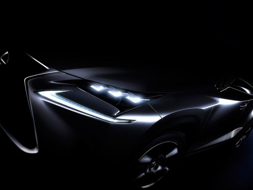 Lexus выпустит компактный кроссовер и суперкар