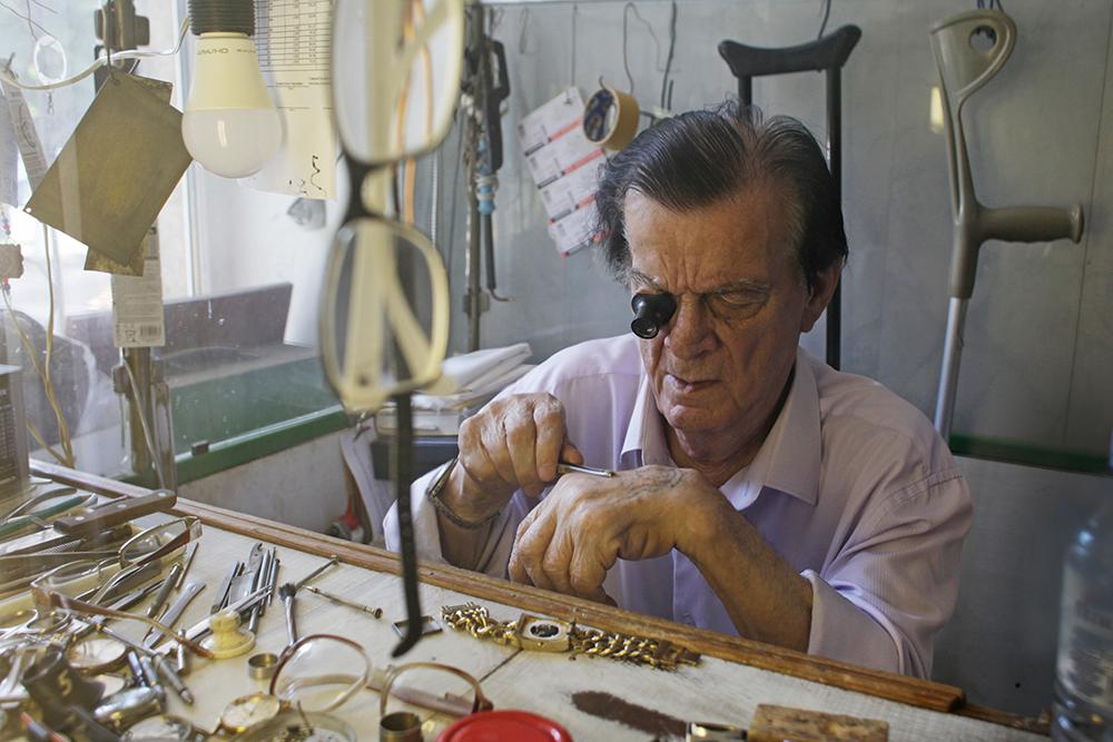 94-летний часовщик рассказал про свою судьбу, войну и хобби