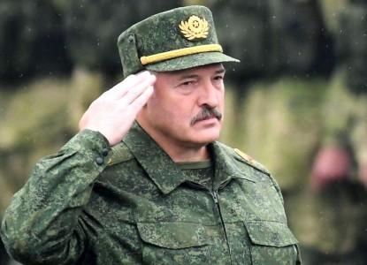 Лукашенко: Я не буду покупать автомат у Путина, чтобы его же и защищать