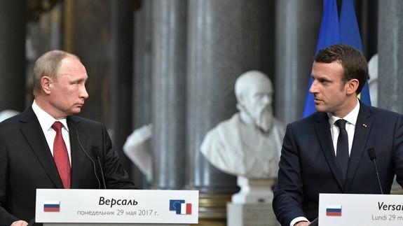 """Президент Франции Эммануэль Макрон заявил, что он """"ровня Путину"""""""