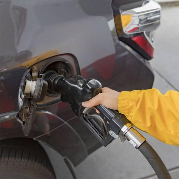 В России подешевел бензин. Кто заметил - два шага вперёд...