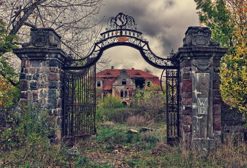 20. Поросший травой дворец, Польша заброшенные места, крипи, прикол, ужас