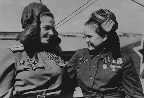 Герои Советского Союза Марина Чечнёва и Екатерина Рябова