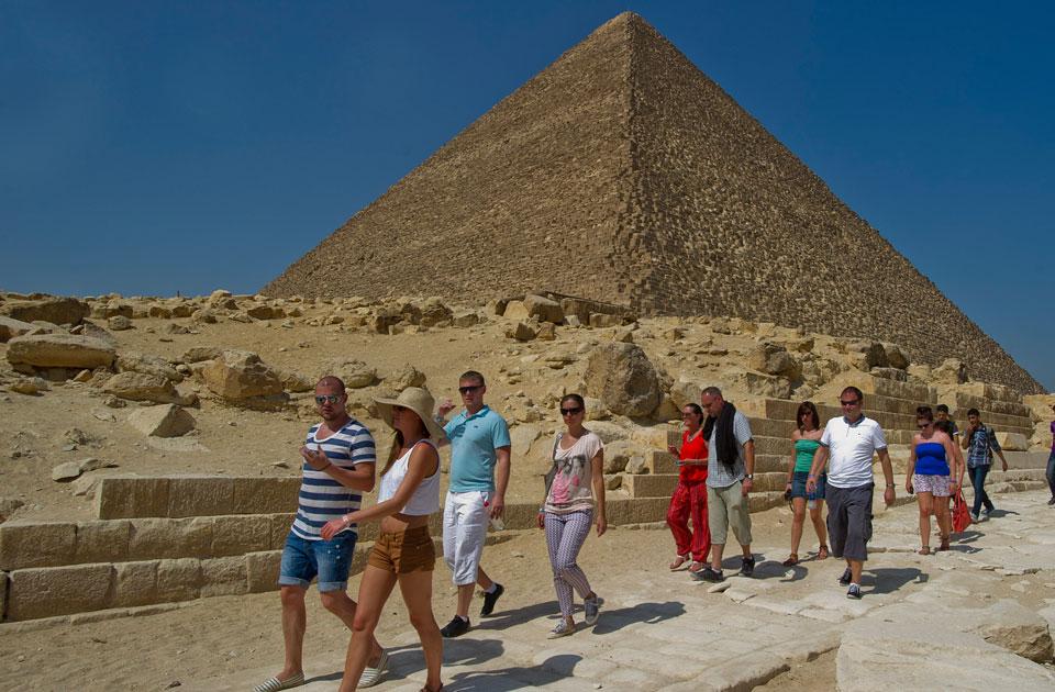 Туристы на экскурсии в Египте