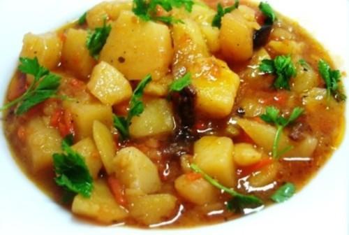Тушенный картофель с мясом по-татарски.