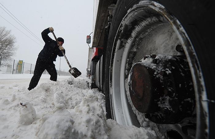 Краснодарский край в снежном плену: заблокировано более 700 машин