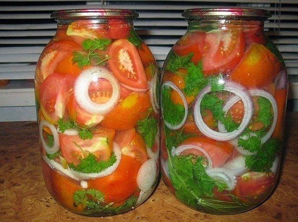 Маринованные помидоры с луком на зиму. И помидорки и маринад супер!