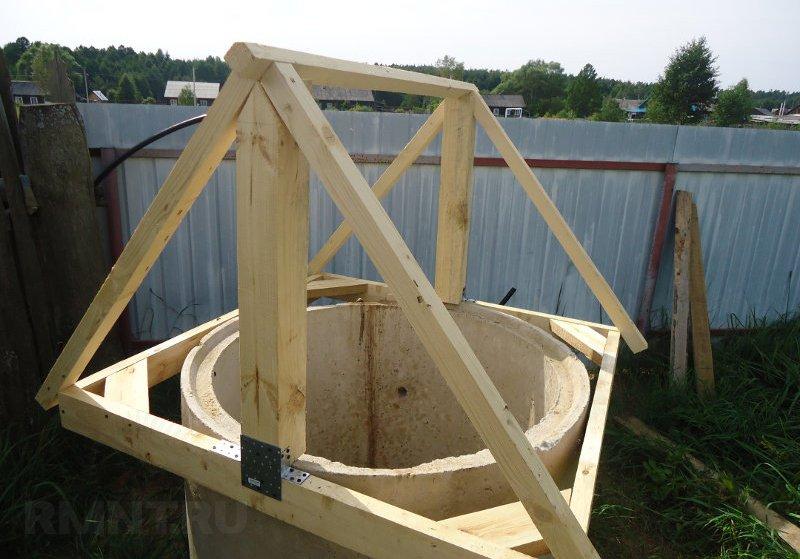 Как самим сделать домик на колодец