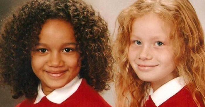 *Никто не верит, что мы сестры, а уж что мы близнецы - и подавно.*