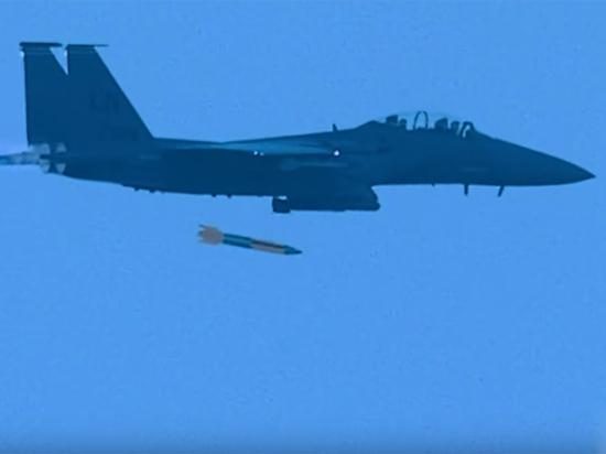 """Опубликовано видео сброса """"умной"""" ядерной бомбы США"""