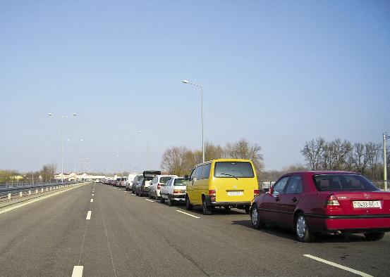 Очередь из авто, ожидающих переправы в Крым, сократилась в шесть раз