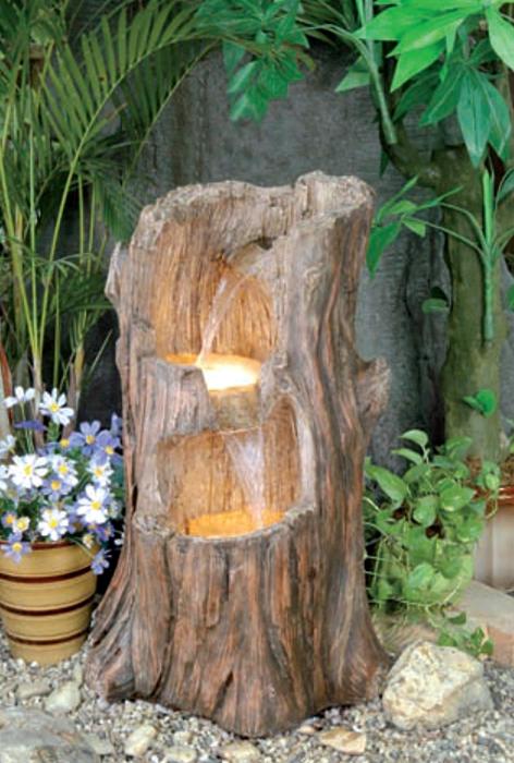 Декоративный фонтан из пня.