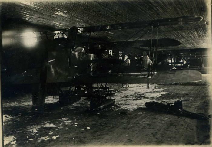 Самолет поврежденный при посадке. Зимой 1924 года.