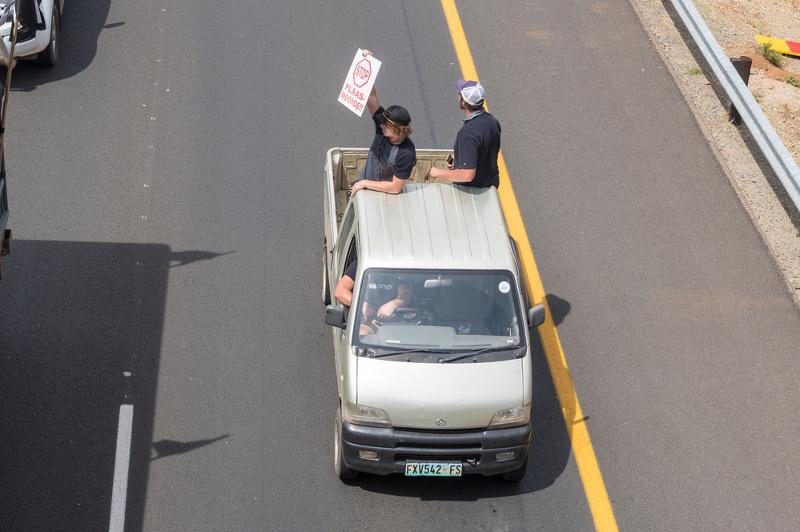 Чёрный апартеид: «Перережь б…