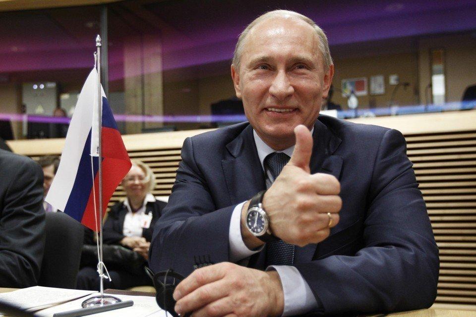 «В Киеве все никак не угомонятся»: Украина обеспокоена поездками Путина в Крым